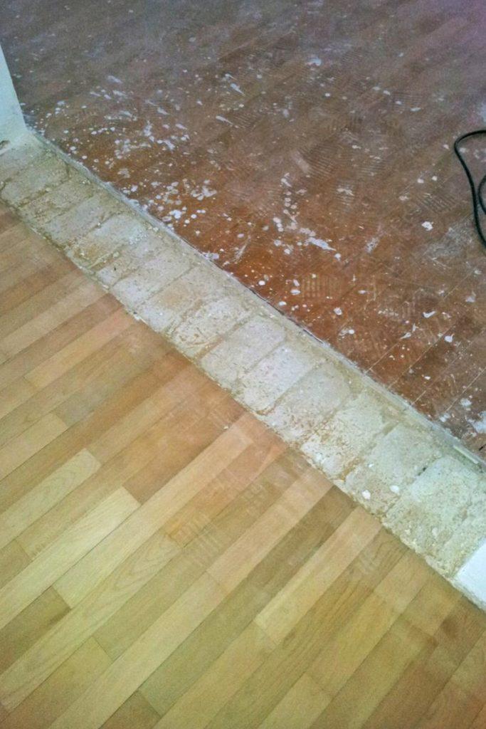 Wanddurchbruch einer tragenden Wand hinterlässt einen unbelegten Fußboden