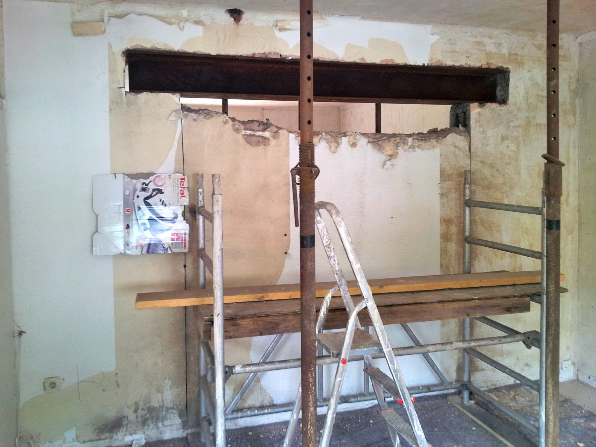 Stahlträger einbauen mit Gerüst