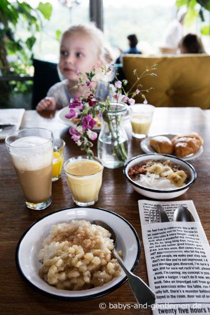 Frühstück im NENI des 25hours Hotel Bikini Berlin