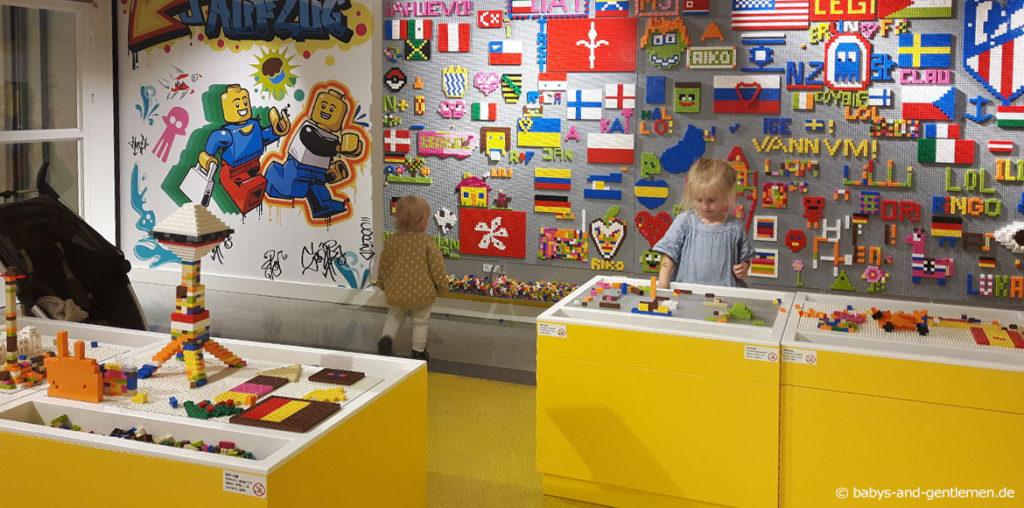 Kinderbeschäftigung im Lego Store Berlin