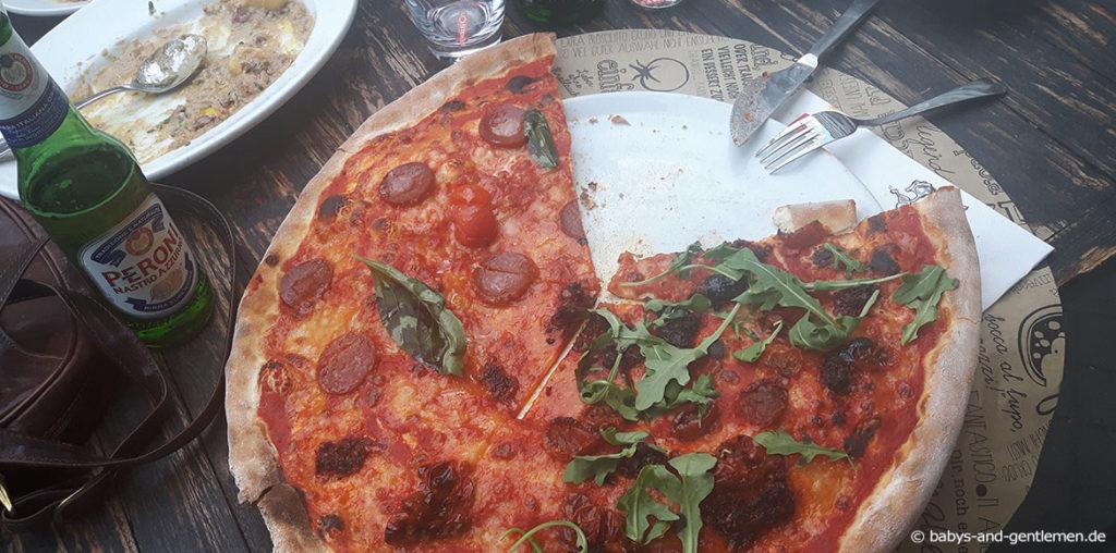 Gigantische Pizza in der l'Osteria Bikini Berlin